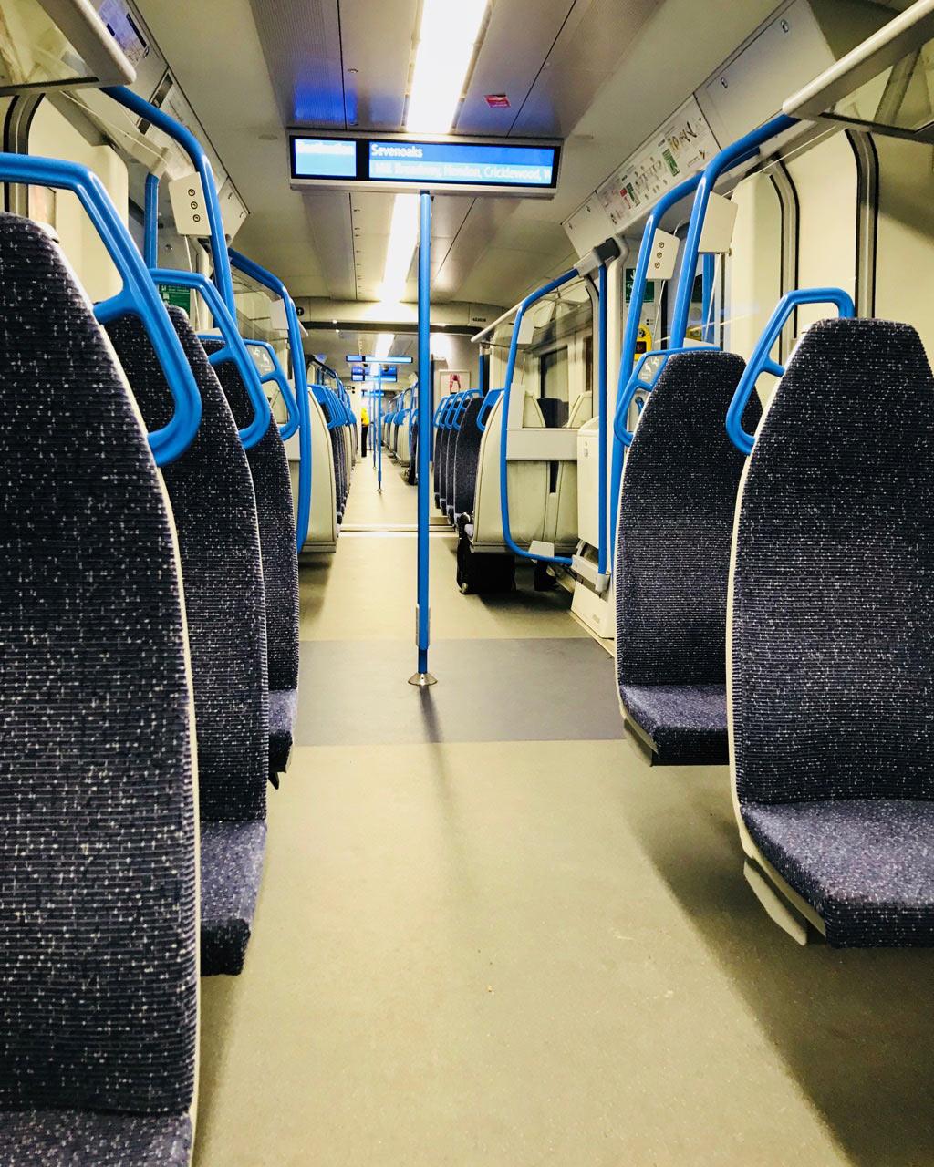 Чистый и пустой поезд