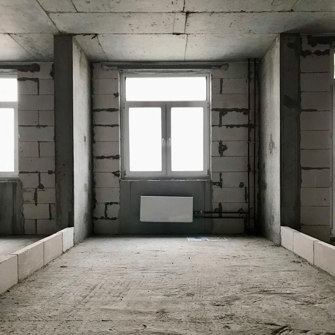 Ноябрь 2019 года, начало: голый бетон без электричества и чего либо. Даже без стен